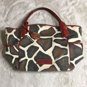 DOONEY & BURKE Giraffe Print Bag